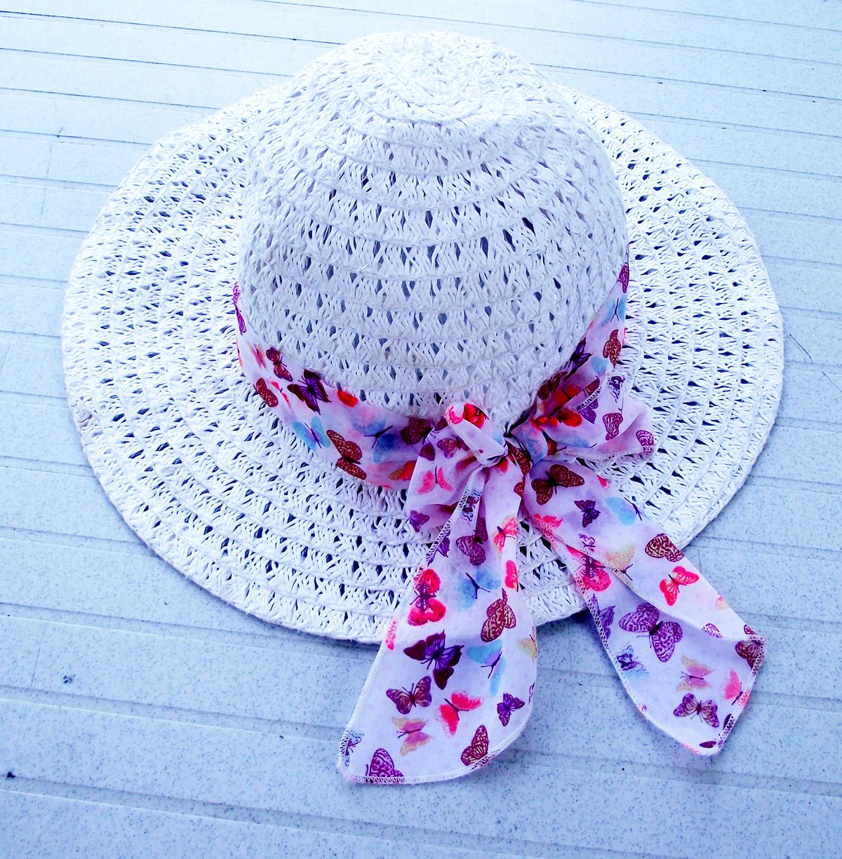 Fotografía de un Sombrero de playa con pañuelo